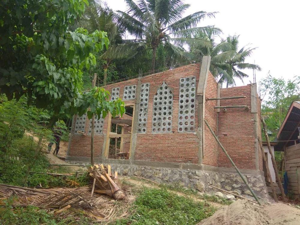 Masjid Desa Pussui Sudah Naik Dinding