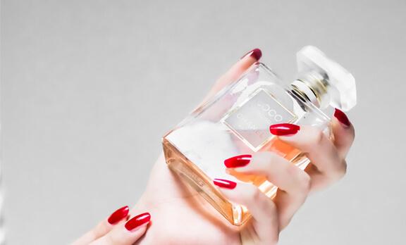 Bagaimana Hukum Wanita Memakai Parfum? Apakah Haram?